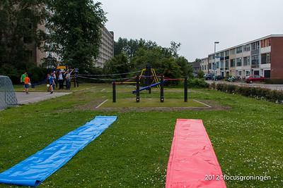 nederland 2012, groningen, goudlaan,overdracht speeltoestellen attero