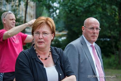 nederland 2012, groningen, goudlaan,overdracht speeltoestellen attero, jannie visscher