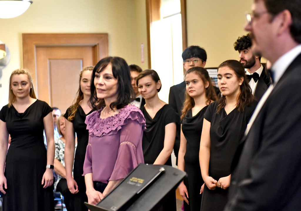 . Choir mom, Tracy Cartier (middle), talks to group about Fundrasing for the Groton-Dunstable Chamber Choir standing in back before they perform at the Leominster Public Library. SUN/ David H. Brow