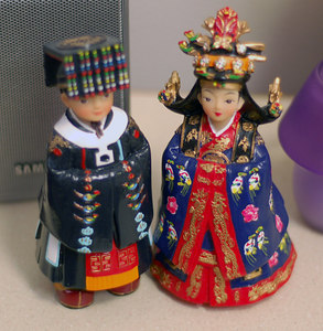 Dolls become a symbol of happy marriage, carrying the wish of the couple.