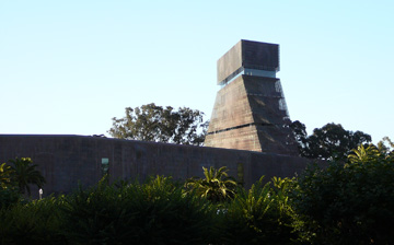 the skin of the deYoung: intended to show its age and celebrate the beauty of a natural aging process
