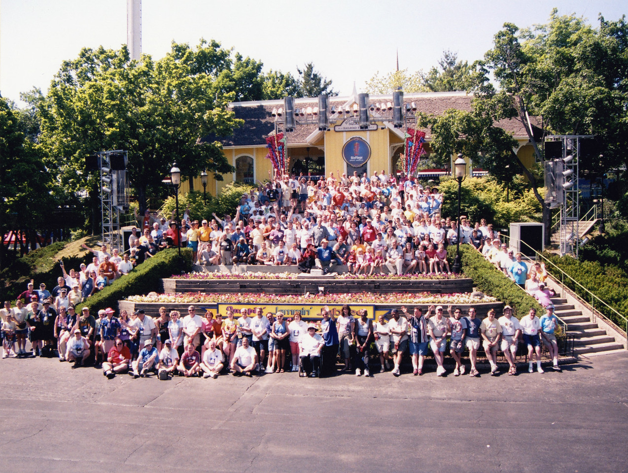 Coaster Con XXVII, held June 19–24, 2005 at Six Flags Great America, Little A-Merrick-A, and Mt. Olympus Theme Park. Photo taken at Six Flags Great America, by S. Madonna Horcher.