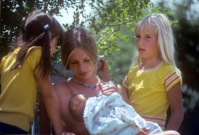 1974_06 Heather, Jennifer, & Tyler Wood