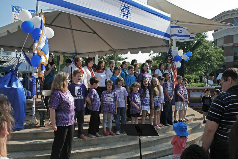 5523-All choirs sing Hatikv