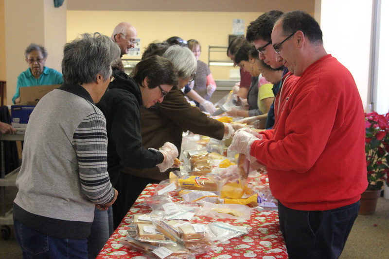 Sandwich-making_at_HWFC_GDD2014_5184