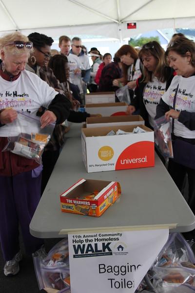 Help Homeless Community Walk-2014-10_7339