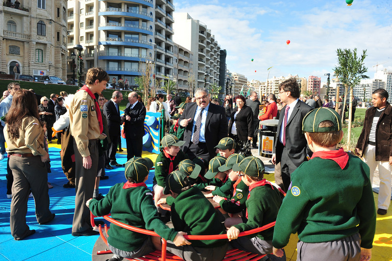 Minister George Pullicino talking to the Cubs whilst playing at the new Qui-Si-Sana Gardens - Photo: MRRA
