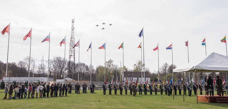 4 F16 Jets from the Belgium Airforce fly over SHAPE to congratulates the Supreme Headquarters Allied Powers for 50 years in Mons, Belgium on 31 March. ( NATO Photo by Sgt 1st Class Stefan Hass – DEUA)