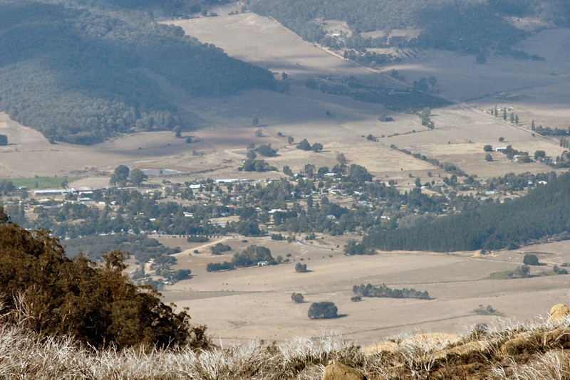 A view of Porepunkah. If you look closely, you can see the large roundabout at the turnoff between Porepunkah, Bright and Mount Buffalo - towards the centre of the photo.