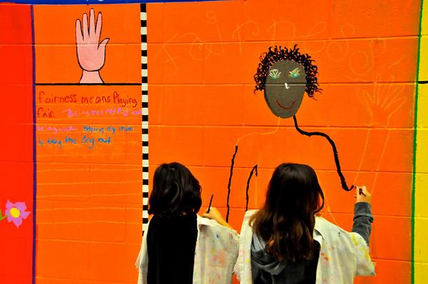 2010-ARTreach_Mural-Rhodes-1DEV 16