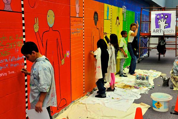 2010-ARTreach_Mural-Rhodes-1DEV 17