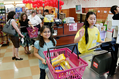 2010 Acton-Boxborough Parent Involvement Project (ABPIP) 3rd Grade Market Math at Roche Bros. grocery store.