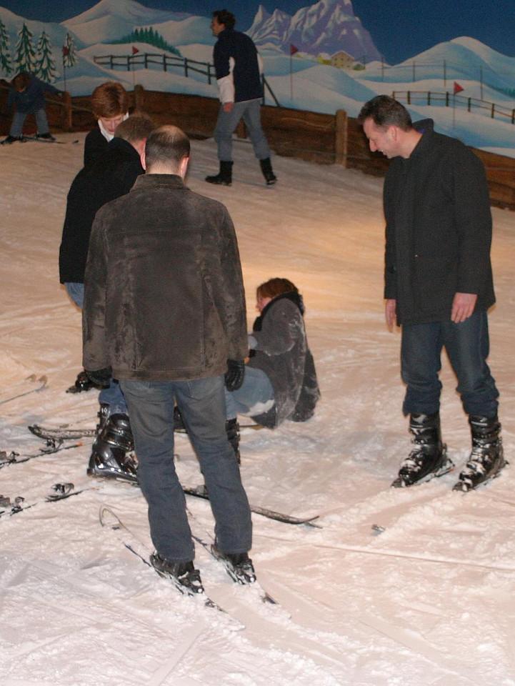 Yvonne stortte zich de mensenmenigte in en verloor beide skis