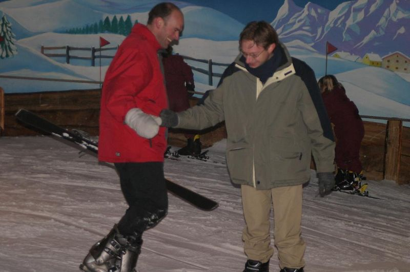 Berend schept Eelco en verliest beide skis