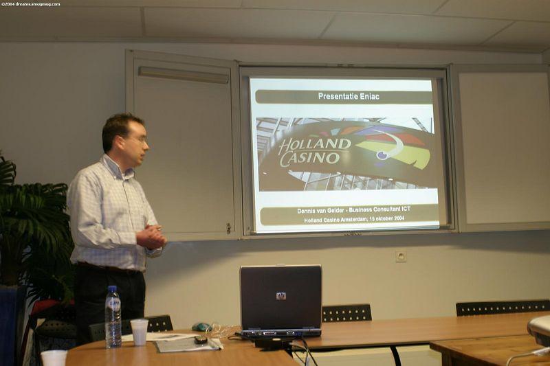 Dennis van Gelder bij de intro van zijn praatje