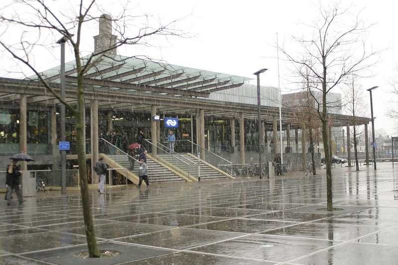 Enschede, trainstation, in the snow