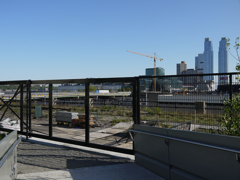 30th St - end of the park.  Beyond the fence is unimproved Highline track, going around and down to the rail yards.