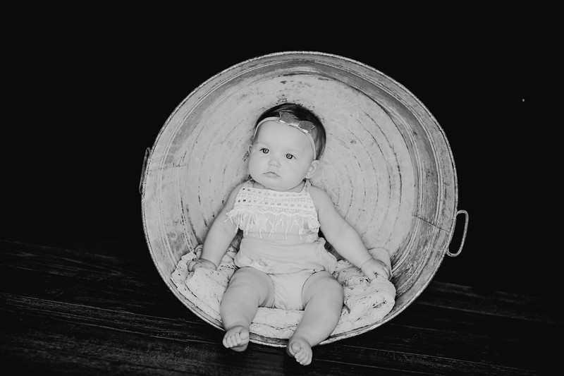 00020--©ADHPhotography2018--EmilyLoomis--SixMonth--August8