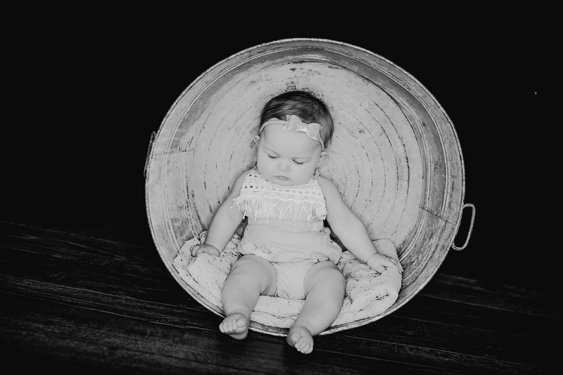 00016--©ADHPhotography2018--EmilyLoomis--SixMonth--August8