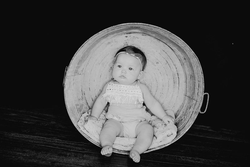 00018--©ADHPhotography2018--EmilyLoomis--SixMonth--August8