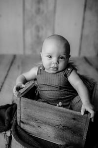 00004©ADHPhotography--JasekHegwood--4Month--June24bw