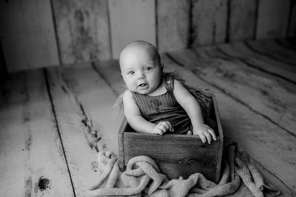 00008©ADHPhotography--JasekHegwood--4Month--June24bw