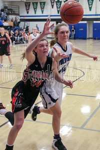 West Fork's Morgan Meier (left) and Dike-New Hartford's Jill Eilderts try to bring in a loose ball during Thursday's game in Dike. (Jake Ryder/Mid-America Publishing)