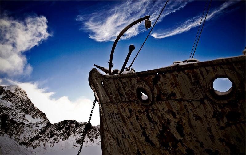 Petrels bow and Harpoon