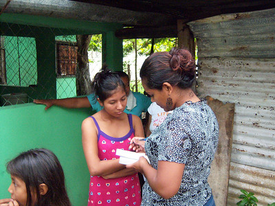 Fivi, on of our trainees, asking the diagnostic questions to a young girl.