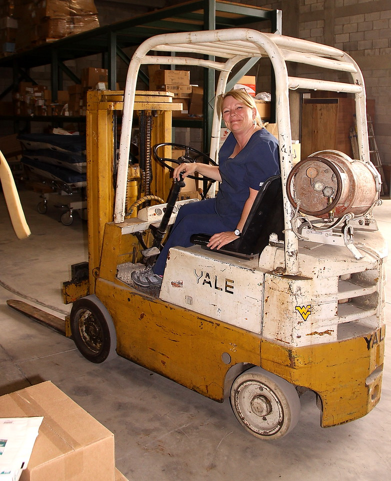 It is a stick shift.  Momma don't drive no stinkin' stick shift.  It would be unsafe for anyone in the warehouse if she drove the forklift... and i better quit there someone is going to tell Cindy what I wrote... yikes.