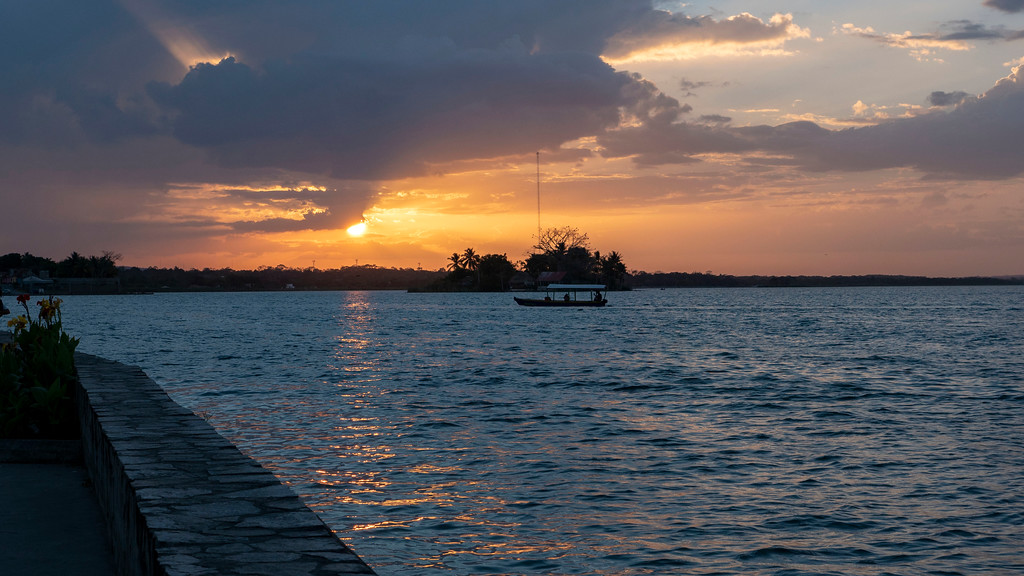 Flores Guatemala: Sunsets in Flores