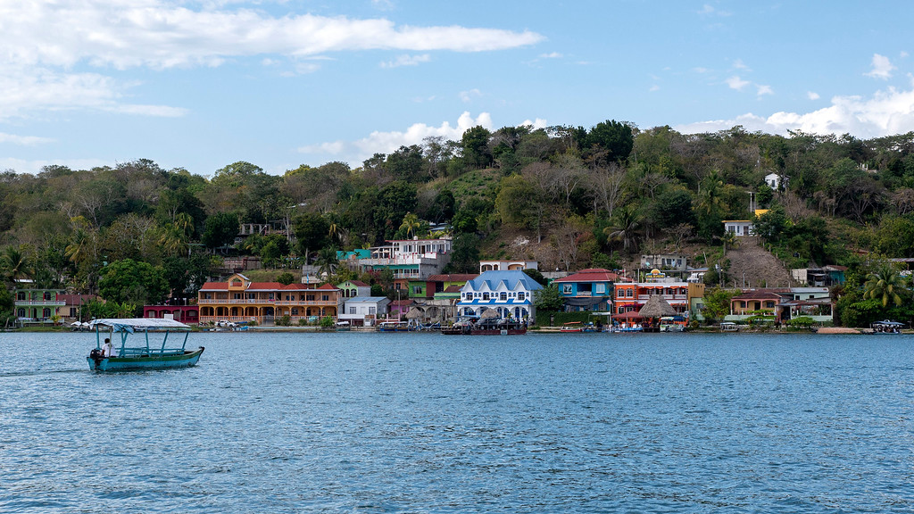 Flores Guatemala: Boat across to San Miguel