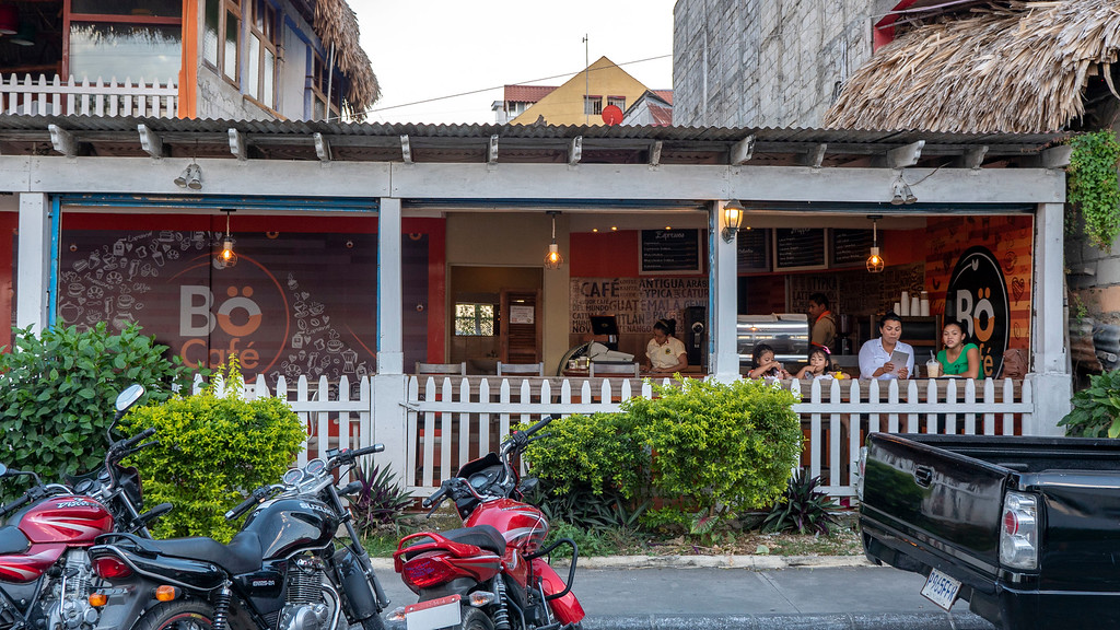Flores Guatemala: Bo Cafe for Coffee