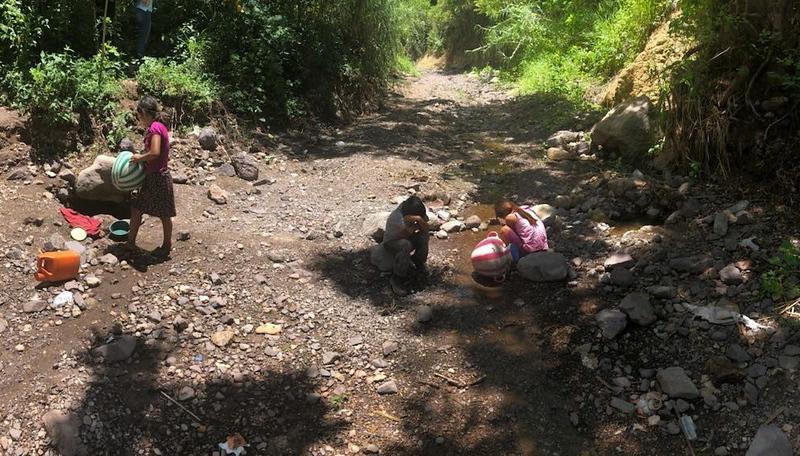 Quebrada Seca Children gathering water.jpg