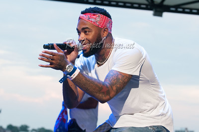 DETROIT, MI - AUGUST 20:  Artist perform on stage at Gucci Mane concert at Chene Park on August 20, 2017 in Detroit, Michigan.  (Photo by Aaron J. Thornton / RedCarpetImages.net)