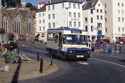 Guernseybus 013 Church Square St Peter Port Sep 97