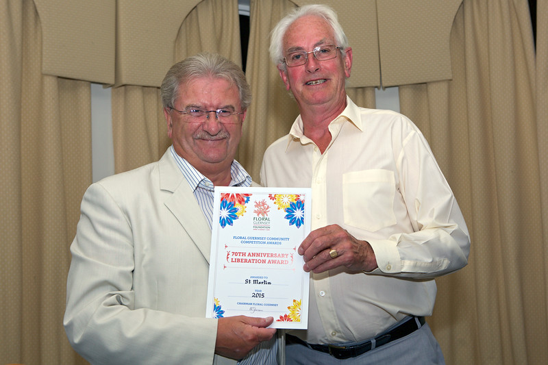 Deputy Mike O'Hara presents a Floral Guernsey Award to St Martin Constable Gerry Tattersall