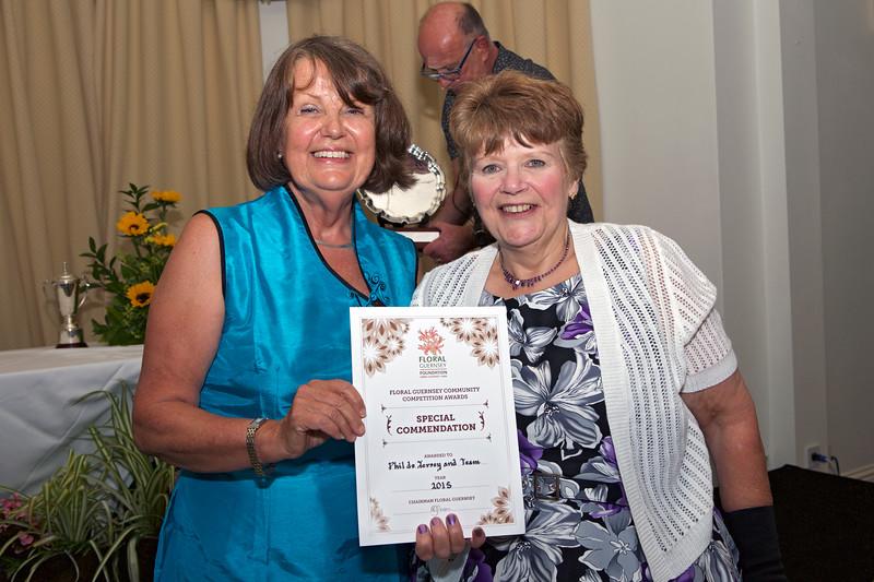 Floral Guernsey Awards Katina Jones Phil de Jersey 160715 ©RLLord 7569 smg