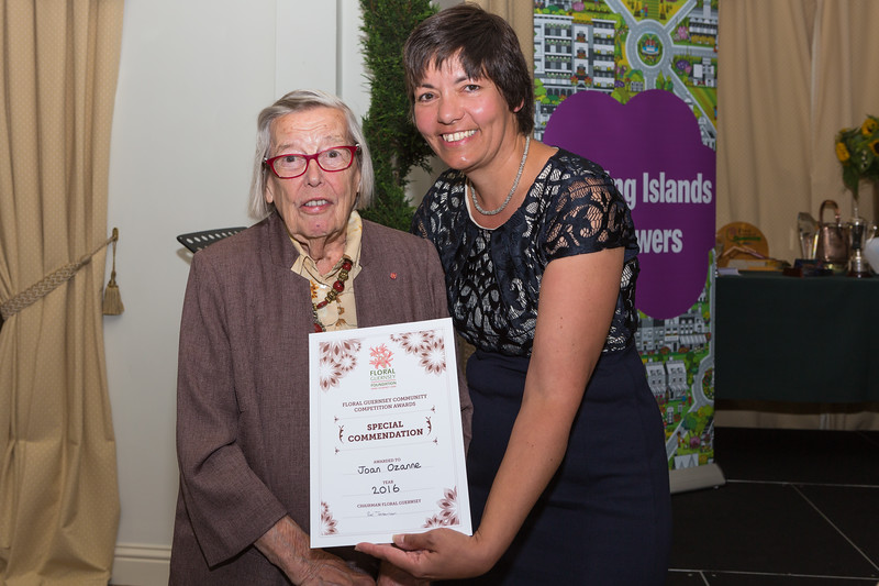 Floral Guernsey Awards Judge Sue Wood Joan Ozanne Special Commendation 080916 ©RLLord 2249 smg
