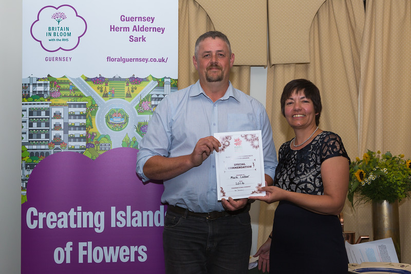 Floral Guernsey Awards Mark Latter Special commendation Sue Wood 080916 ©RLLord 2253 smg