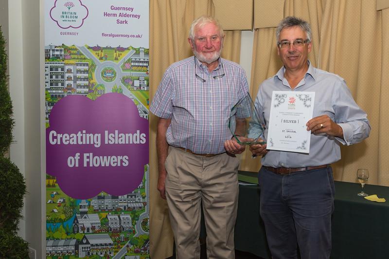 Floral Guernsey Awards St Saviour parish Silver Vic de Garis Andrew Courtney 080916 ©RLLord 2302 smg