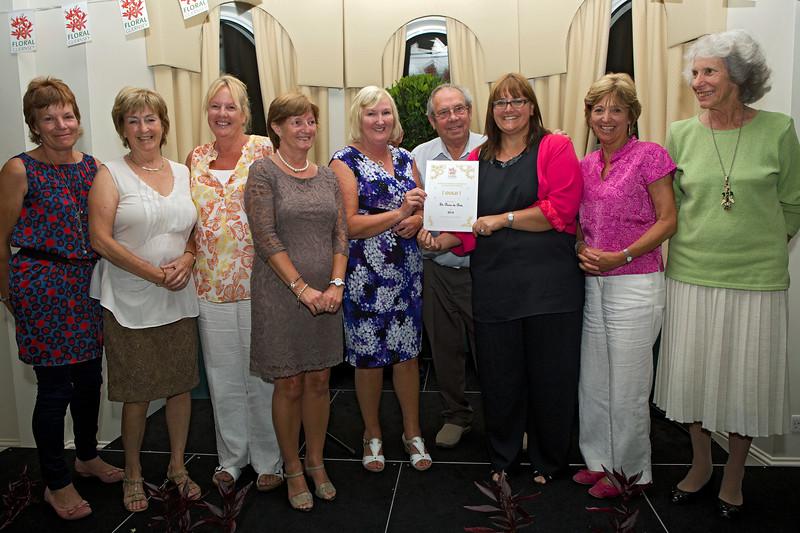 Floral Guernsey Awards St Pierre du Bois Gold Award 160714 ©RLLord 4797 smg