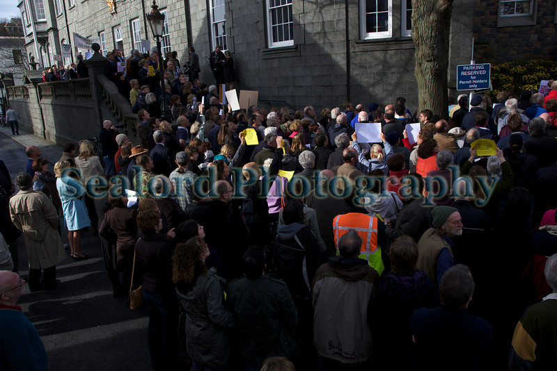 anti-incinerator protesters outside the Royal Court Guernsey 240310 ©RLLord 248 smg