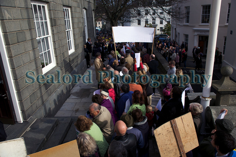 Anti-incinerator campaigners greet Deputies arriving at Royal Court 240310 ©RLLord 261 smg