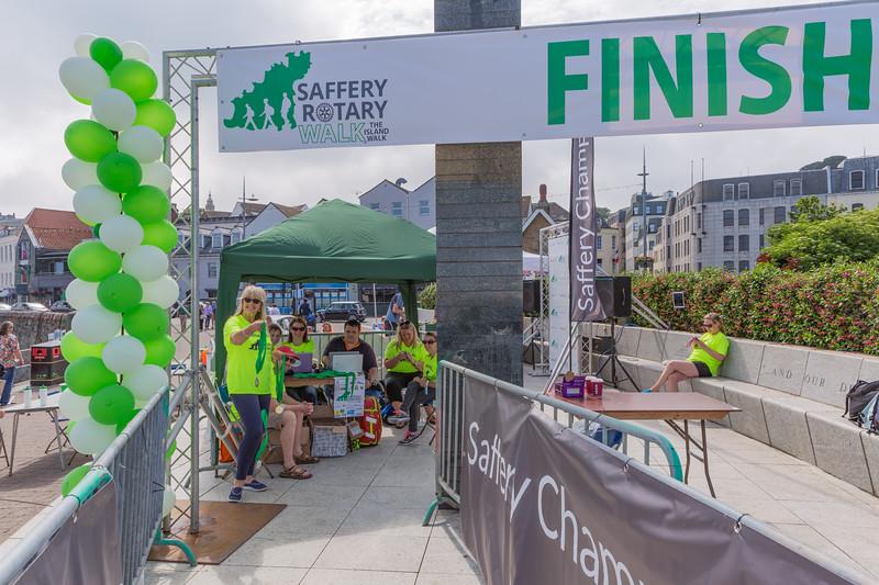 Saffery Rotary walk finish 110616 ©RLLord  smg