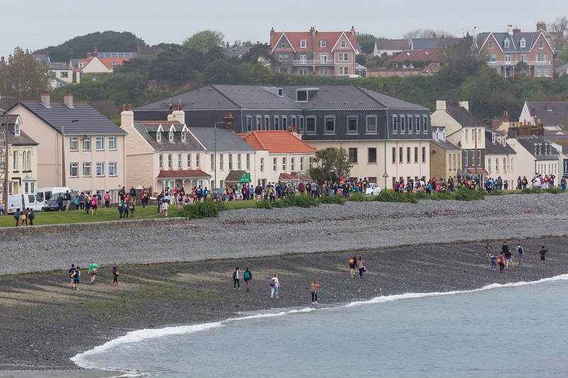 Guernsey World Aid Walk walkers Les Banques 040515 ©RLLord 9480 smg