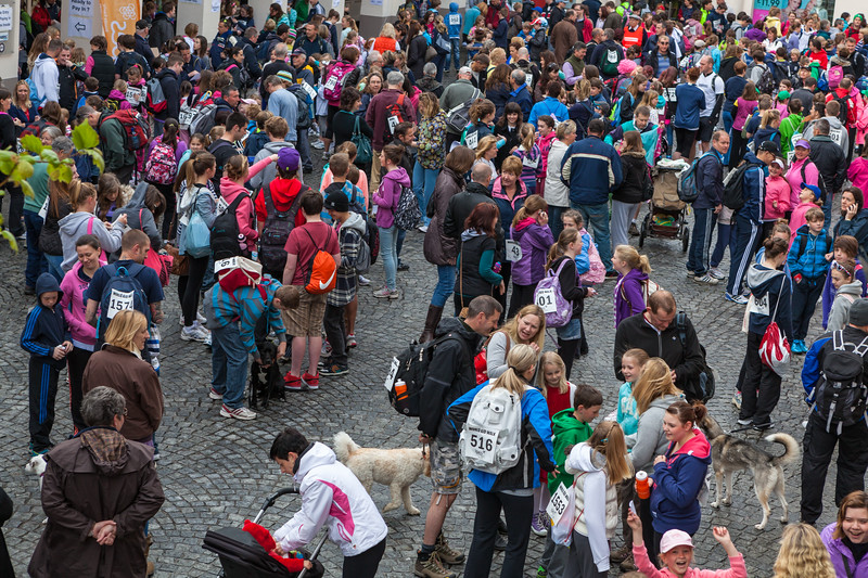 Guernsey World Aid Walk Market Square start 070512 ©RLLord 2014 smg