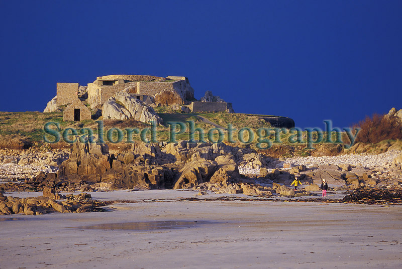 Grand Rocque battery on Guernsey's west coast. Photographed on 15 January 2000<br /> File No. 14-358<br /> ©RLLord<br /> fishinfo@guernsey.net