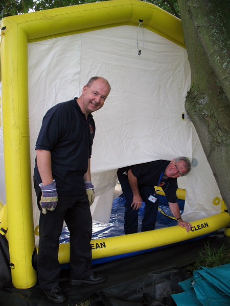 Civil Protection shower set-up 0933 030908 9133 RLLord smg