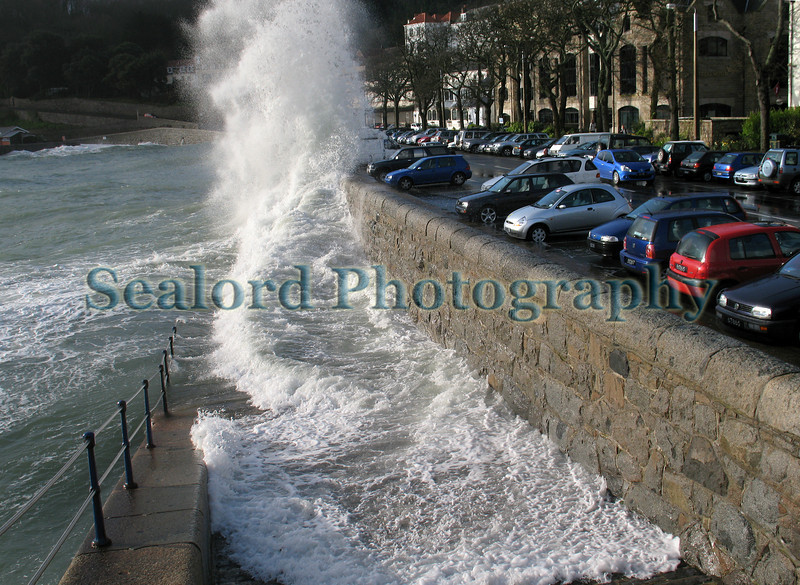 Havelet Bay waves over wall 100308 3544 smg
